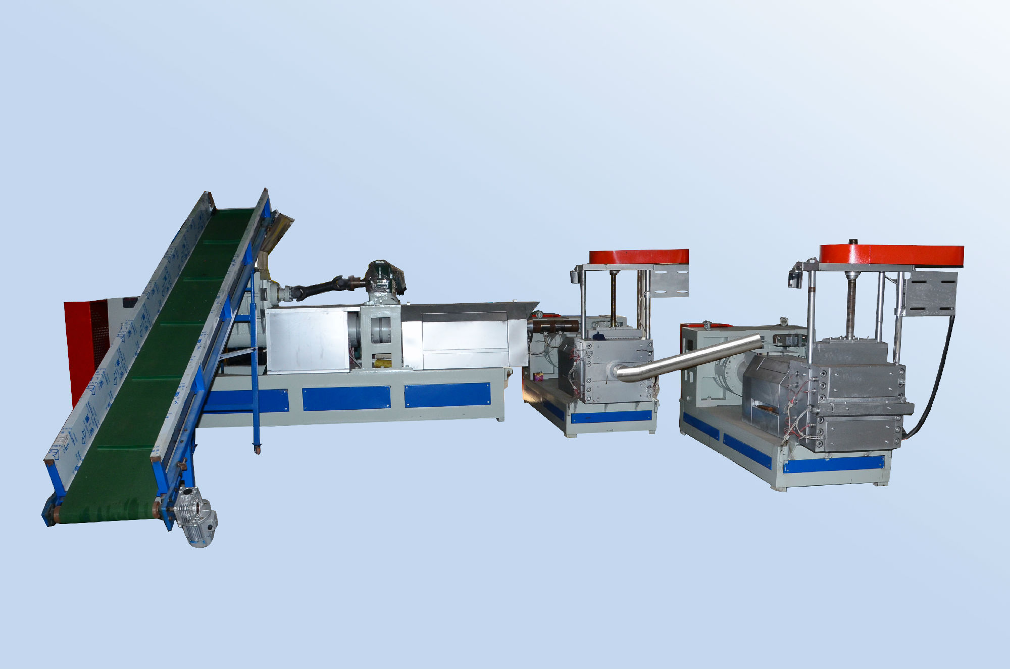 China's plastic machinery adjustment economic structure to enhance the industry development space.